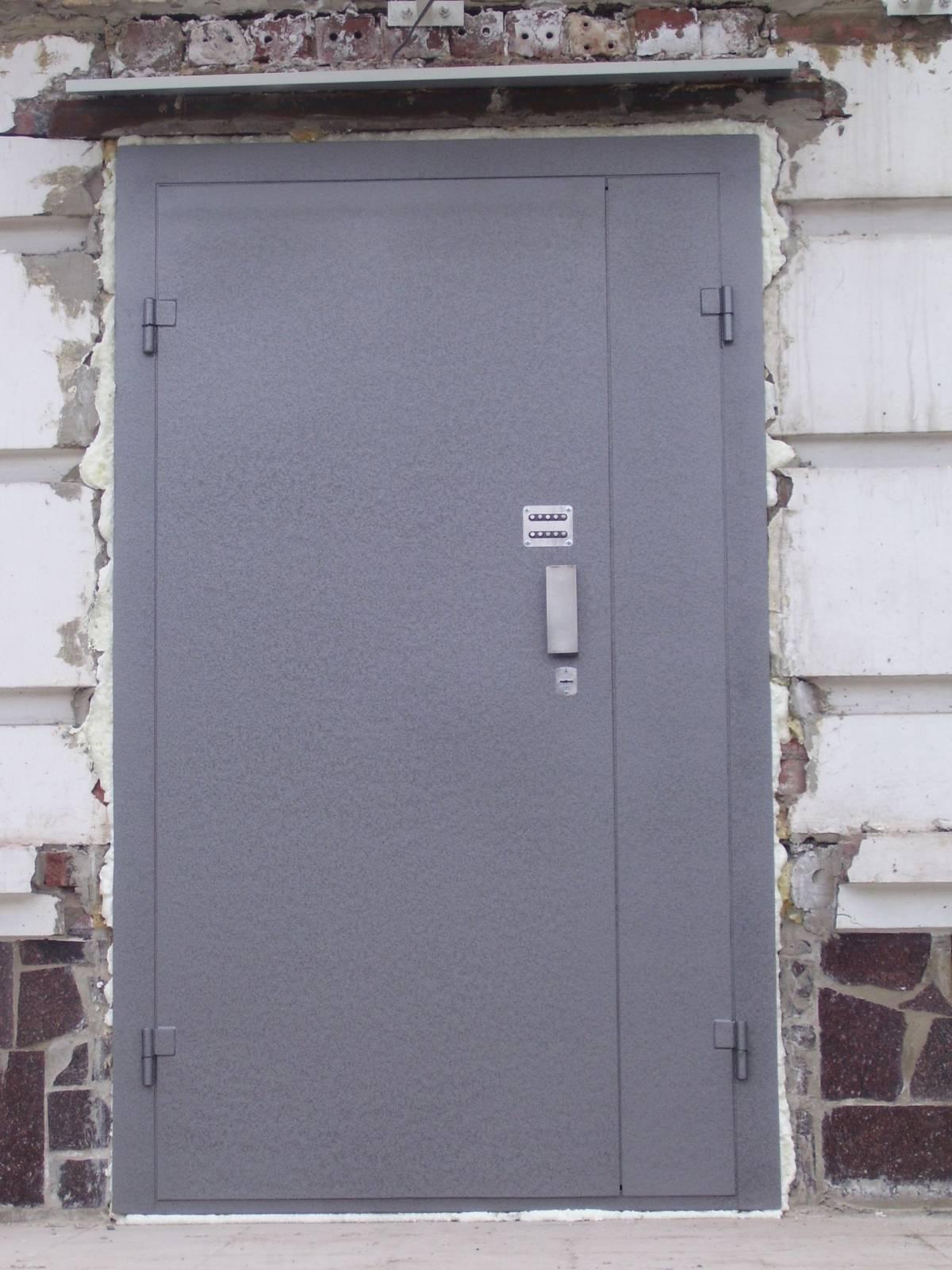 железные входные двери в подъезд
