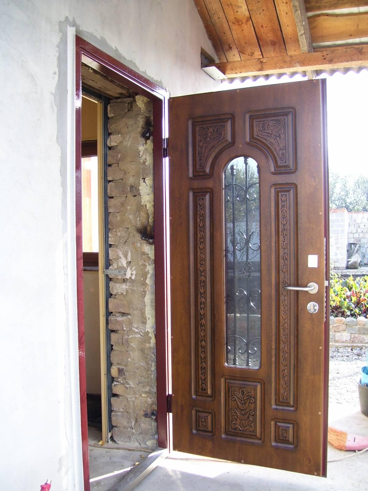 дверь уличная входная со стеклопакетом