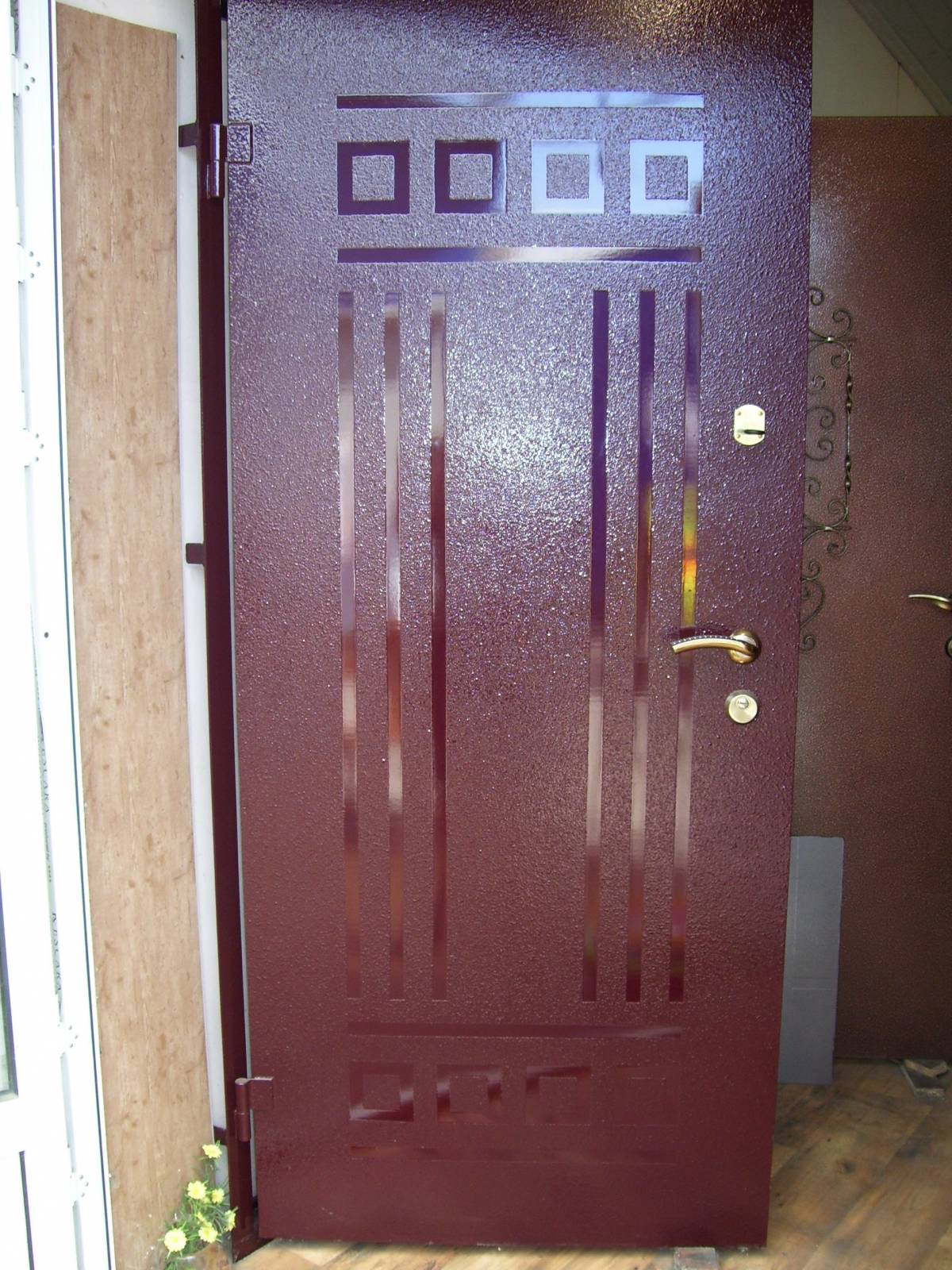 покрасить входную стальную дверь